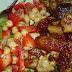 Carne de porc cu salata de naut ardei si ceapa verde
