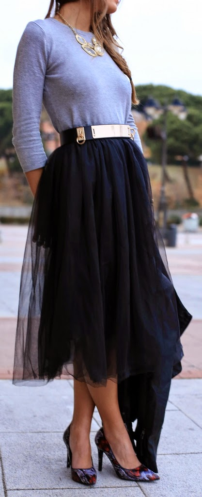 Faux Tulle Skirt with Grey Top and Pretty Pumps | Chic Street Outfits