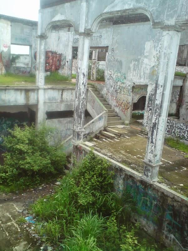 rumah hantu darmo foto bagian atas