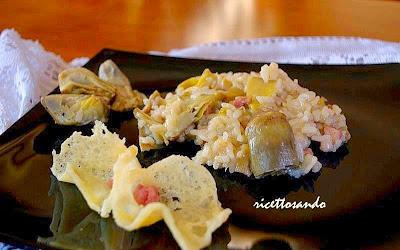 Risotto ai carciofi ricetta primi di riso presentati con cialdine di parmigiano