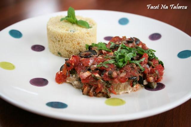 stek z tuńczyka w sosie pomidorowo-ziołowym