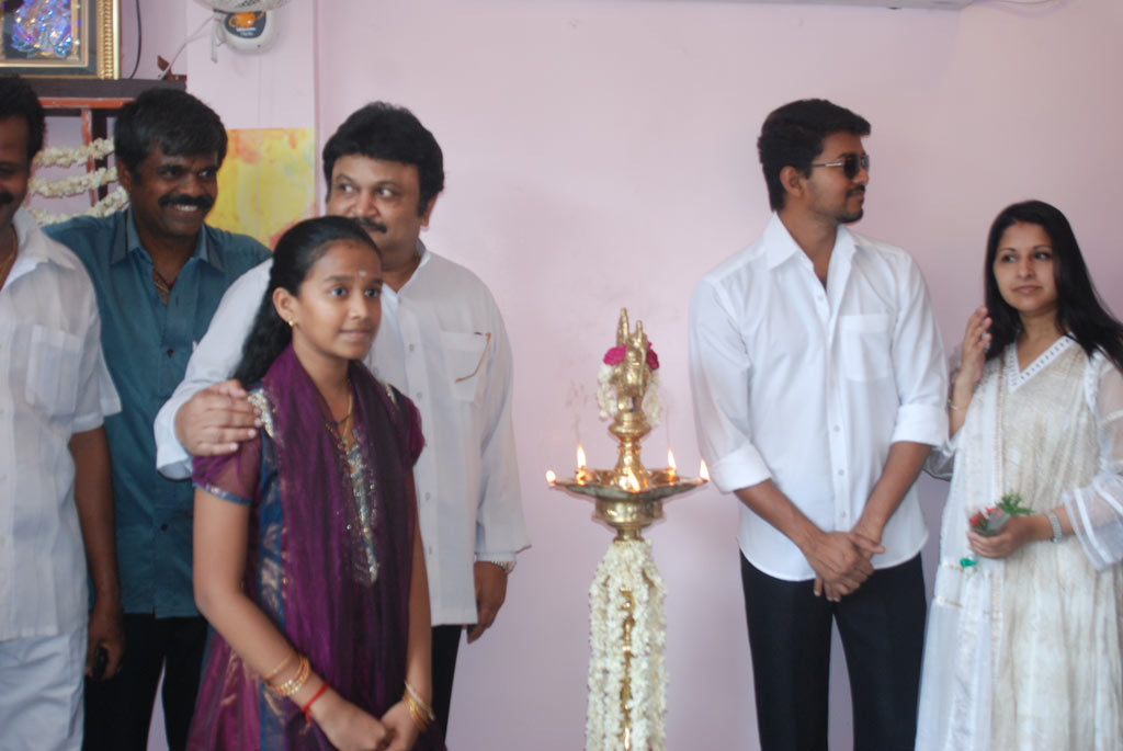 Actor Prabhu Family http://koolstills.blogspot.com/2012/08/vijay-prabhu-at-appa-restaurant-opening.html