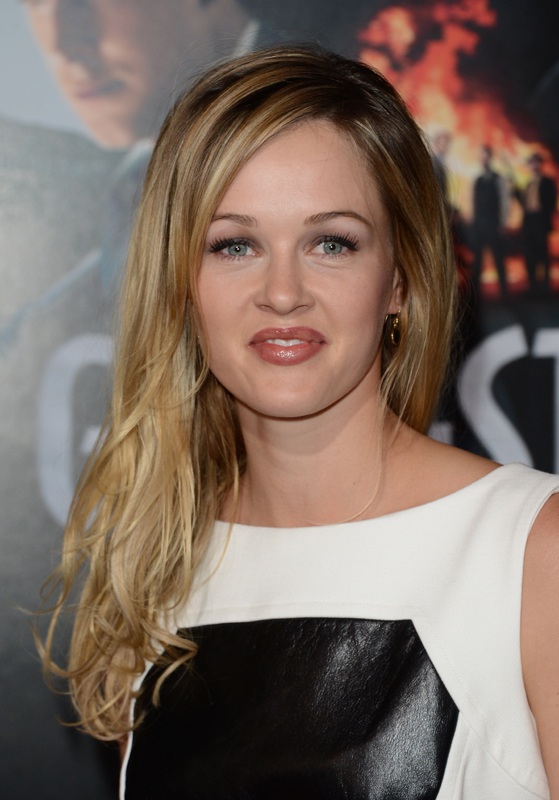 Ambyr Childers Nude Photos 15