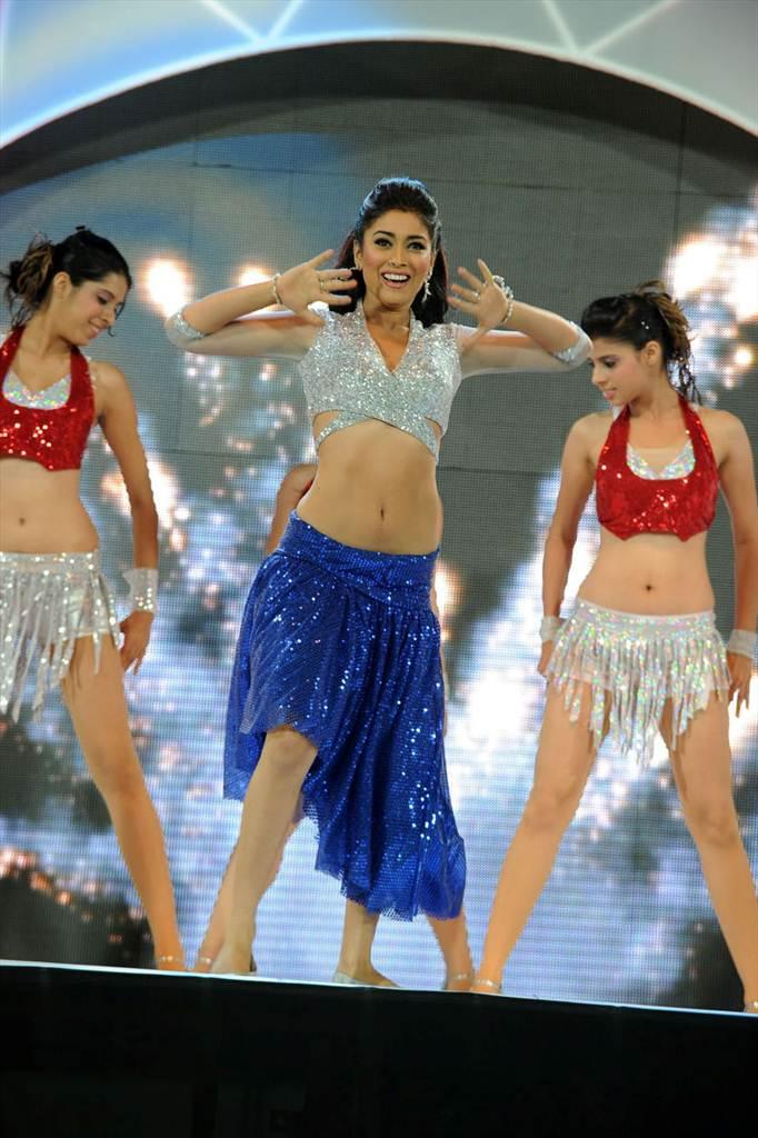 http://2.bp.blogspot.com/-ve9KXnLM3xo/Tf__h8INoVI/AAAAAAAAIWQ/LyOJ1qjC-9Q/s1600/shriy-dancing-at-ccl-trophy-launch-2-0019indian%2Bmasala_01indianmasala.blogspot.com.jpg