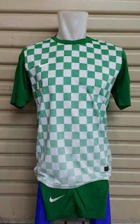 baju bola futsal harga murah enkosa sport toko baju bola olahraga jersey Jersey setelan futsal Nike seri Precision III kotak-kotak warna hijau terbaru musim 2015/2016