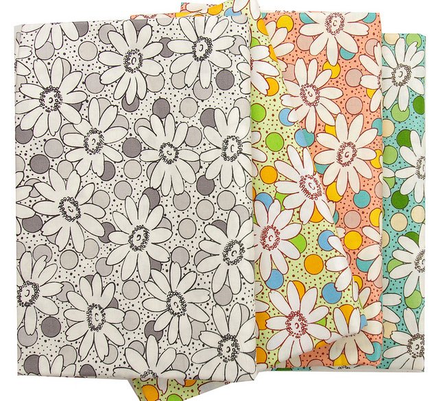 Retro Daisies by popular Japanese textile designer Suzuko Koseki for Yuwa