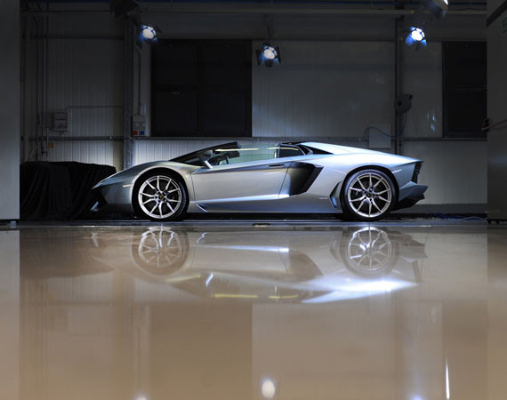 Lamborghini Aventador LP 700-4 Roadster wallpaper