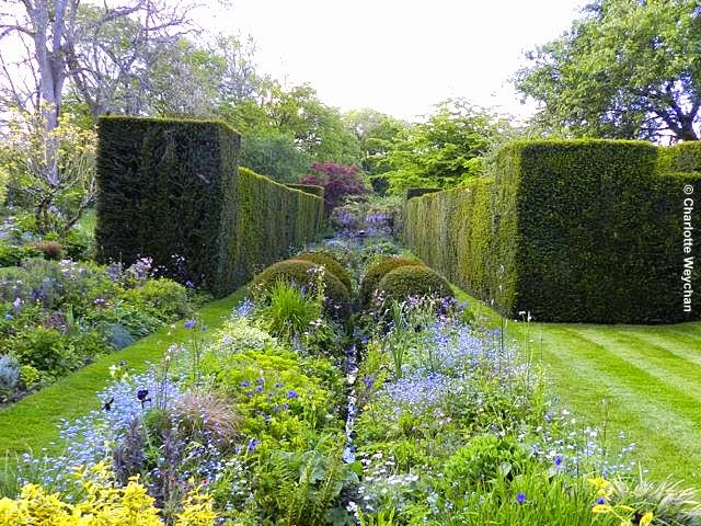 The galloping gardener wordless wednesday visit vann this week if you can and see the for Gertrude jekyll gardens to visit