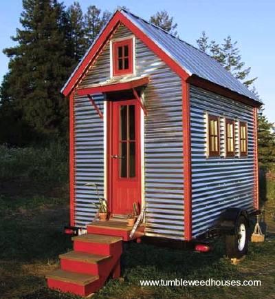 Modelo de Tiny house con chapas acanaladas de metal