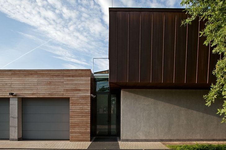 Entrance to the Contemporary house in Ukraine by Drozdov & Partners