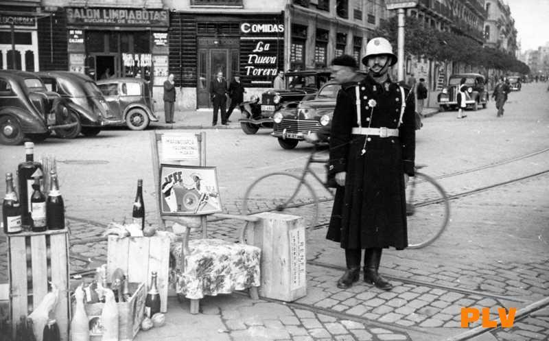 Guardias urbanos en las navidades de los a os 60 - Graficas madrid palma ...