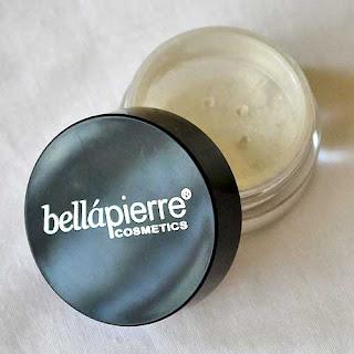 Iluminador en polvo Bellapierre Cosmetics de lookfantastic