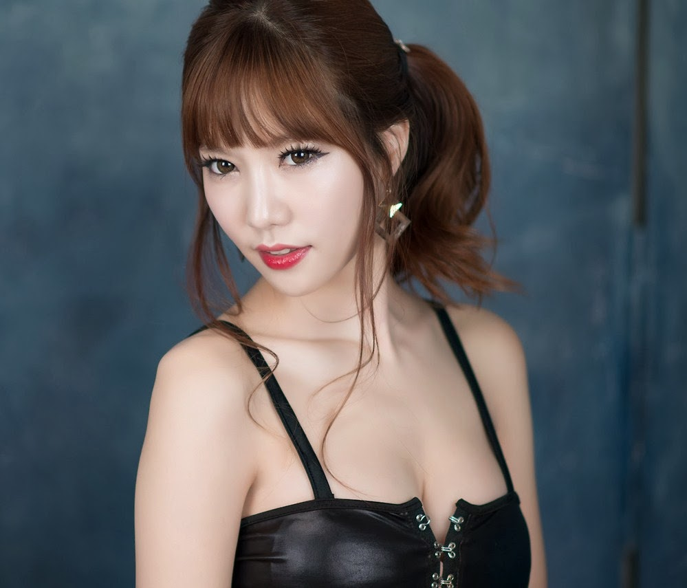 Han Min Young Sexy Black Dress