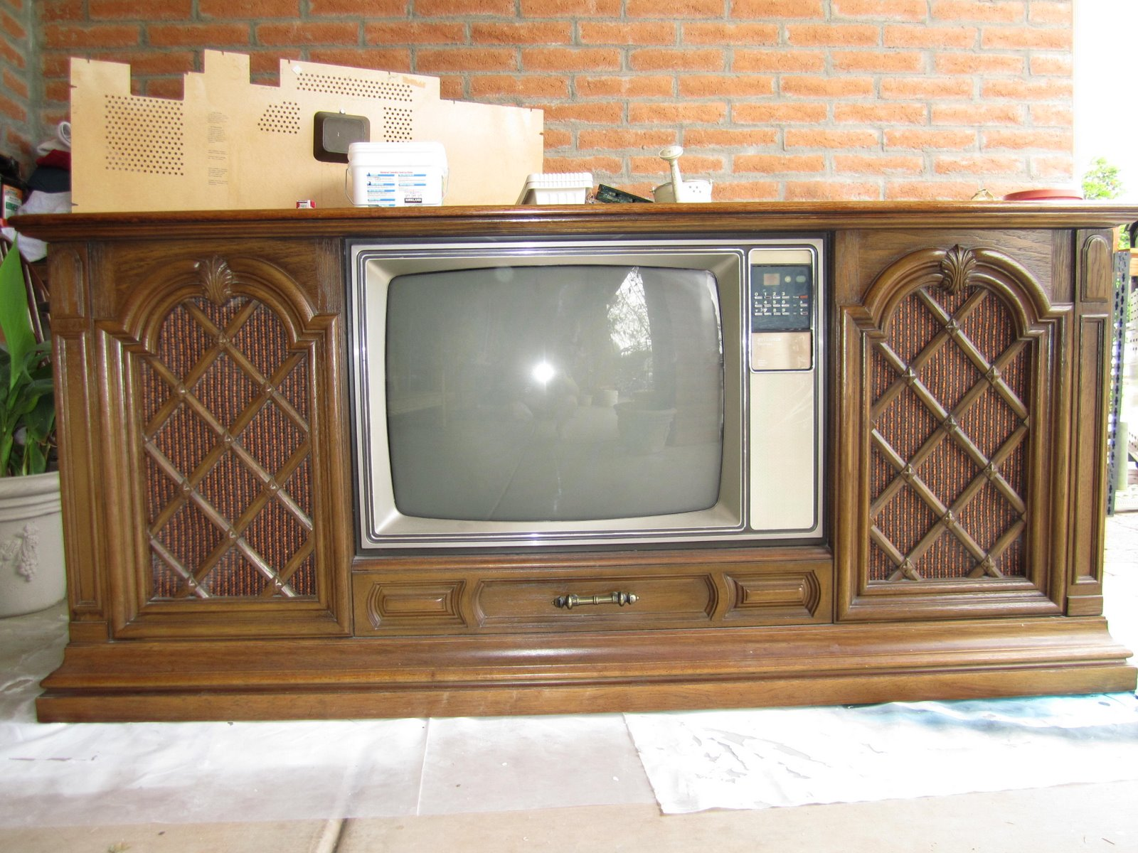 repurposed junk old tv to updated flat screen console. Black Bedroom Furniture Sets. Home Design Ideas