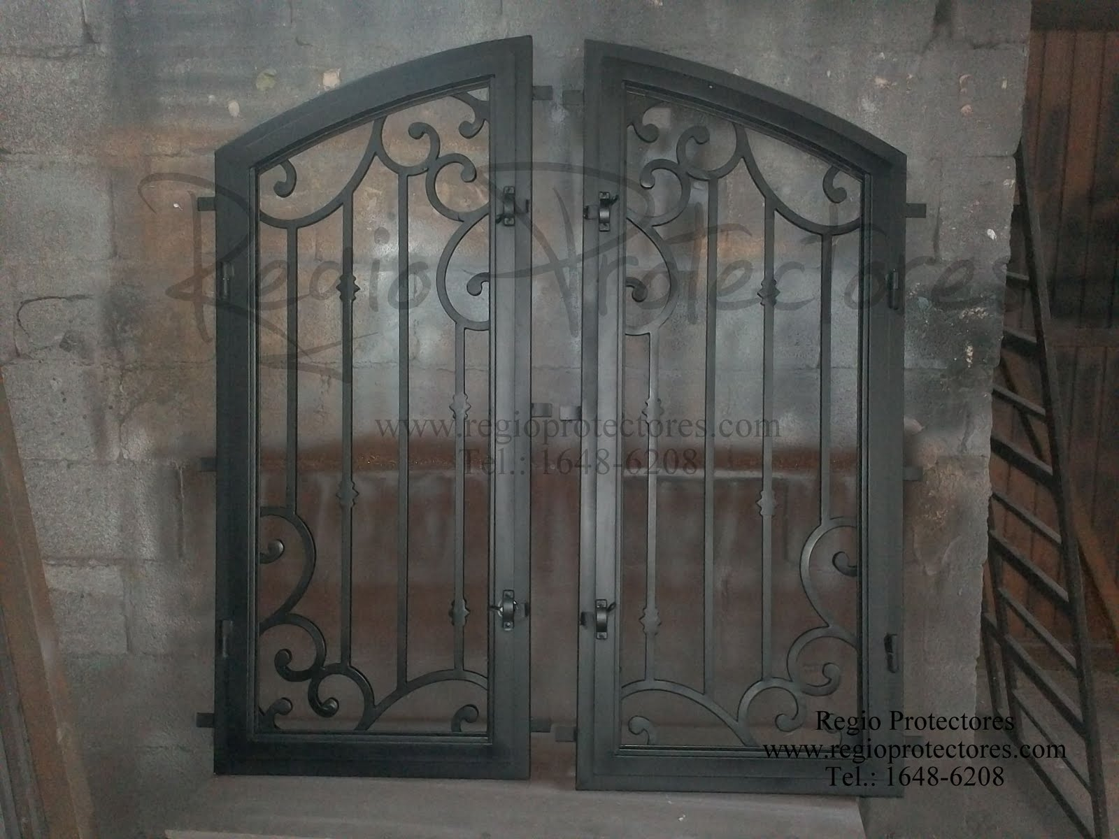 Regio protectores insertos de hierro forjado para puerta for Puertas de hierro forjado para casas