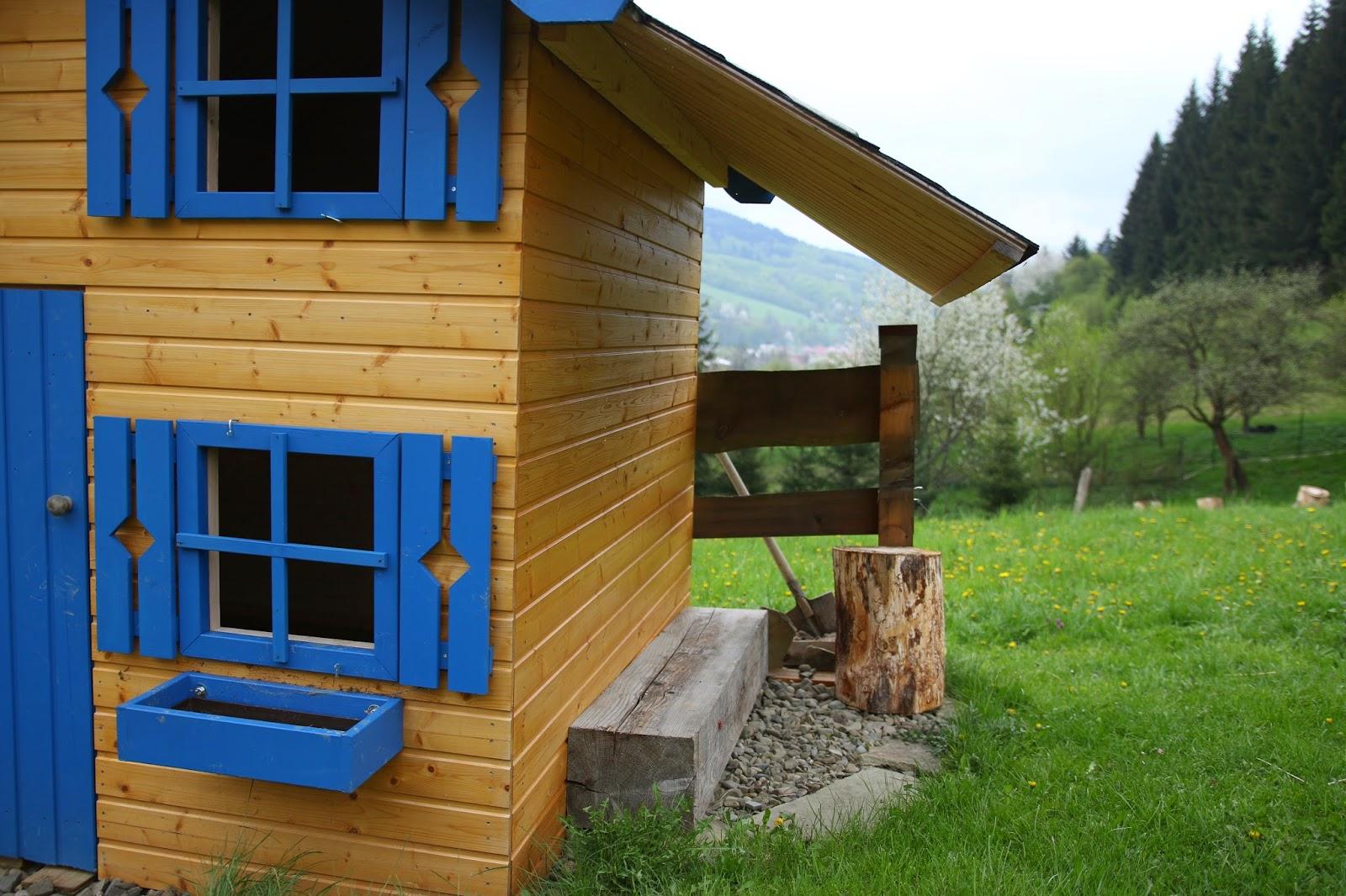 Okenice dětského domečku