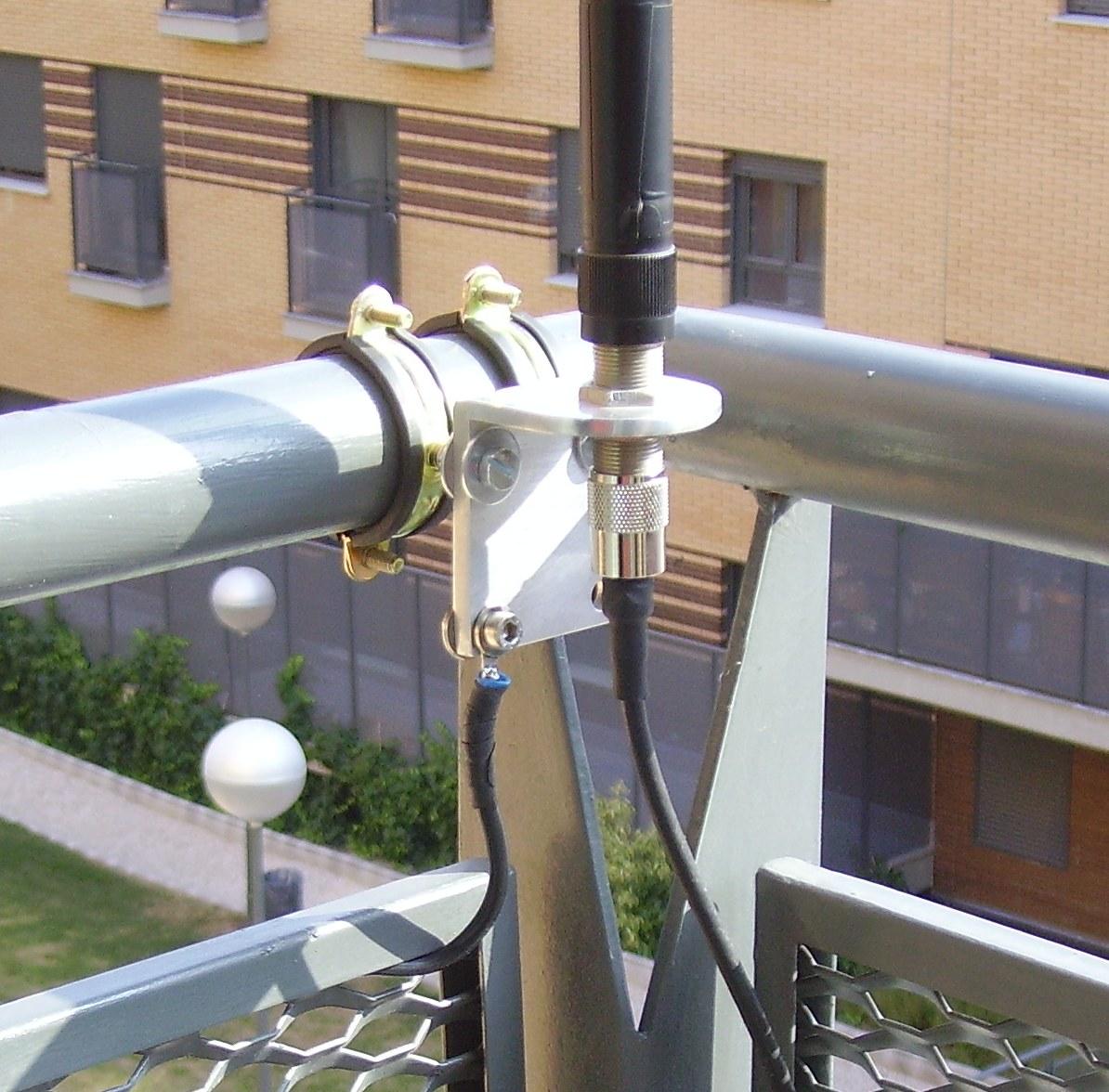 Radioactividad al l mite soportes para antenas ventaneras - Soporte para antena ...