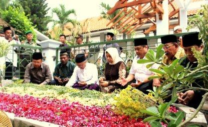 Jusuf Kalla Silaturrahim Pesantren Tebuireng dan Kunjungi Makam Gus Dur