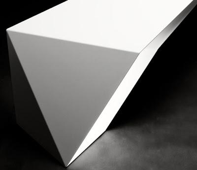 Meja Minimalis dan Futuristik 8