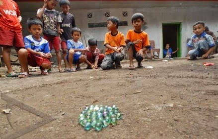 Gloria Agustina Permainan Tradisional Masa Kecil