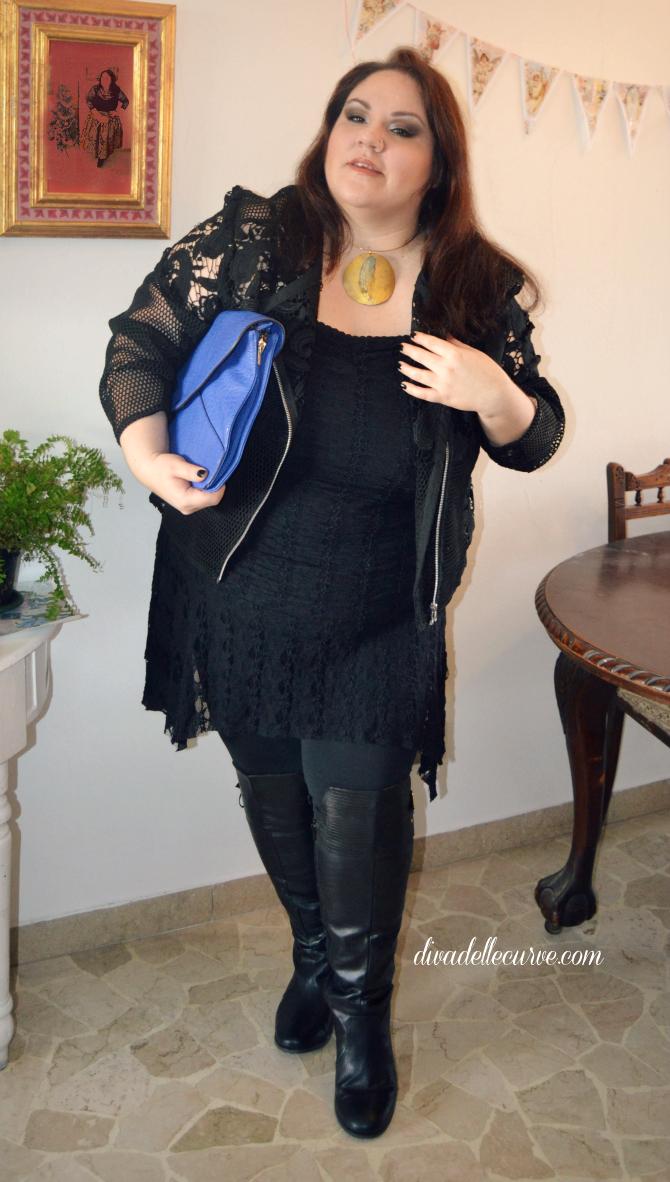 styling curvy e plus size: come abbinare gli stivali sopra al ginocchio con gambale largo, look rock con leggings e pizzo nero