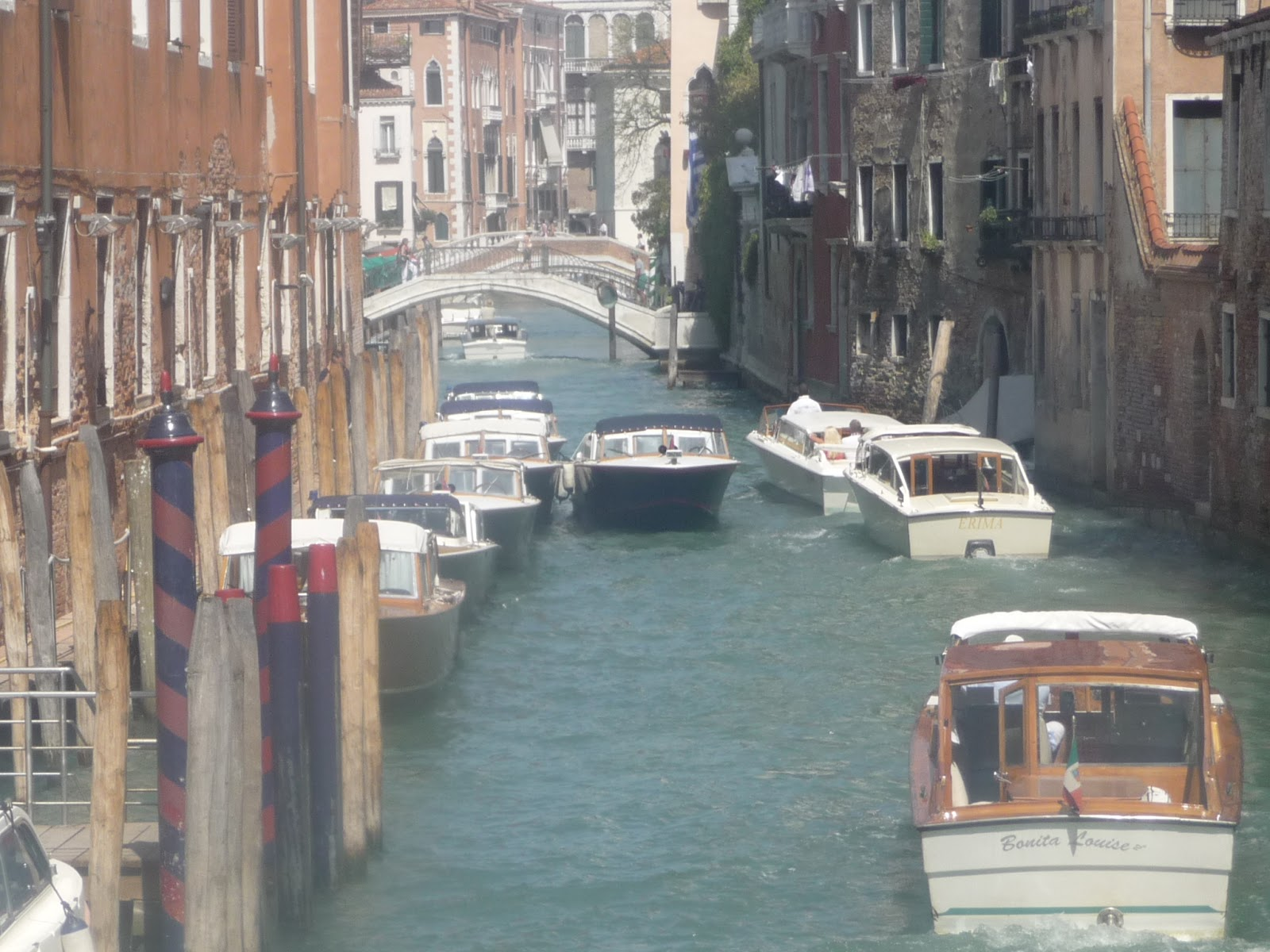Venezia båter Ni Mater Å ri en båt i Venezia - Italia utøver Det åpenbare