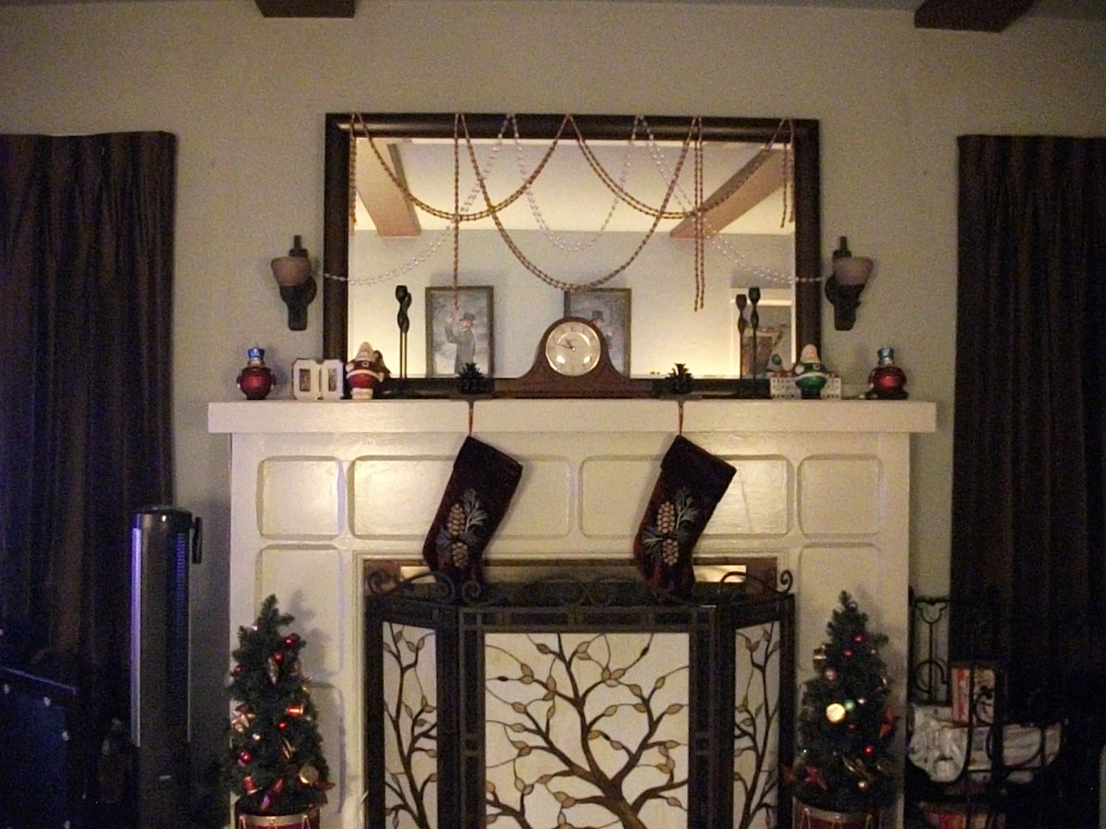 Yarnskeink christmas decorations for Haunted dining room ideas