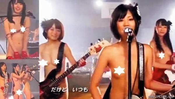 Choáng với những clip chơi nhạc khỏa thân của Nhật Bản