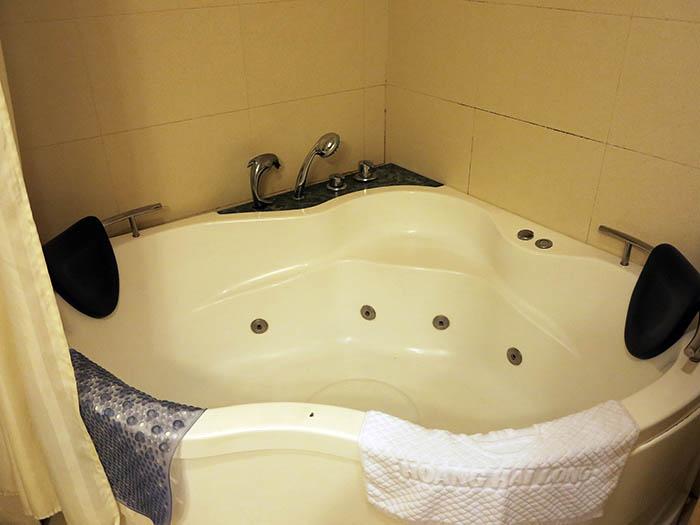 Hoang Hai Long hot tub jet