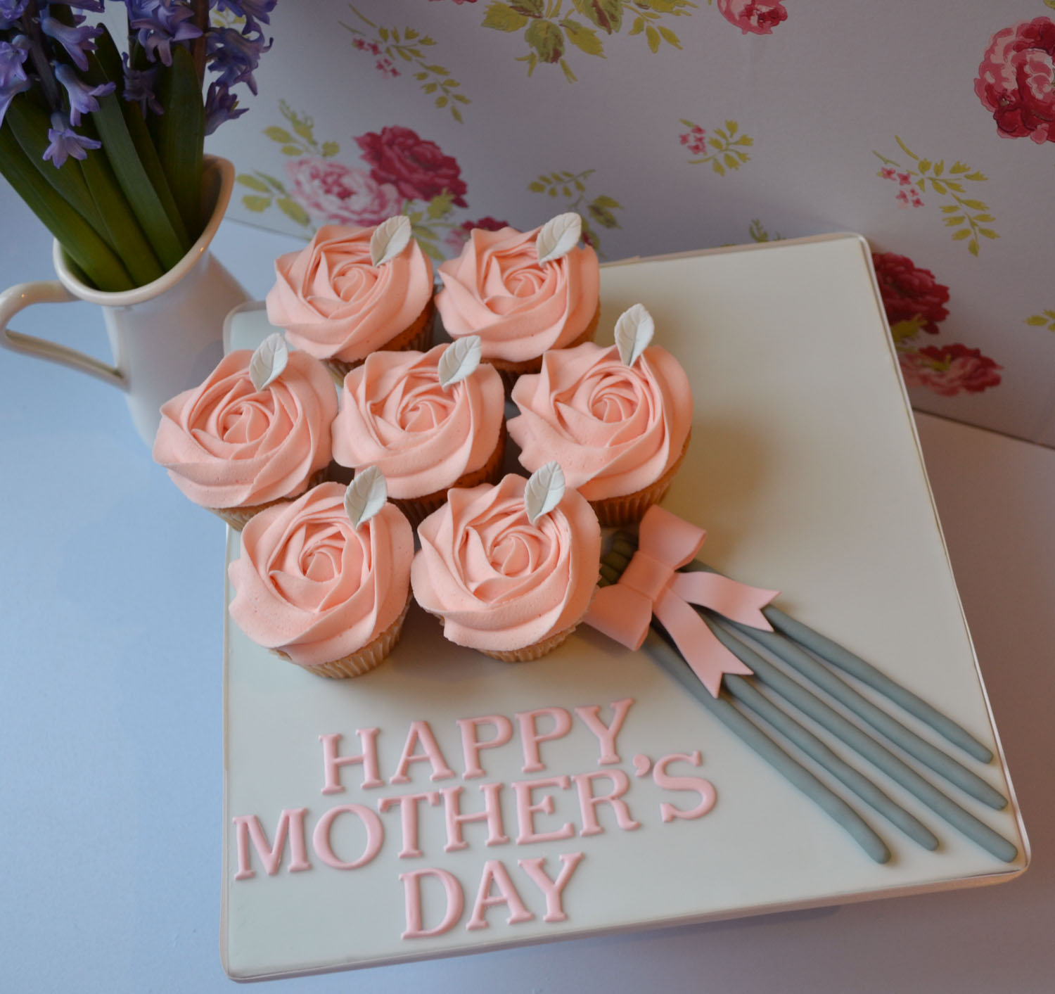 Little Paper Cakes: Mother's Day Cupcakes
