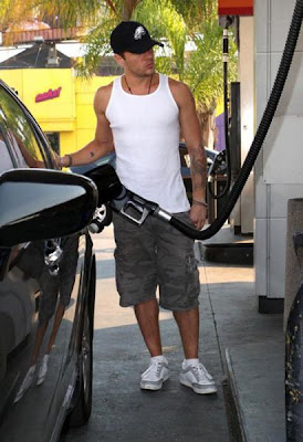 Celebrities at Gas Stations Seen On www.coolpicturegallery.us