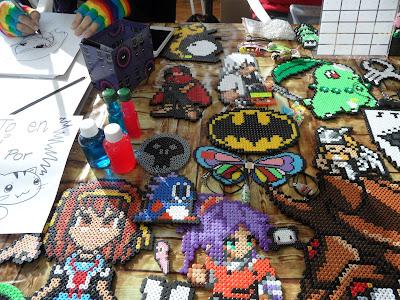 Creaciones hechas con Hama Beads en un stand del XII Salón del Manga de Valencia