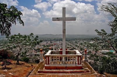 La Loma de la Cruz (Holguín, Cuba), by Guillermo Aldaya / PhotoConversa
