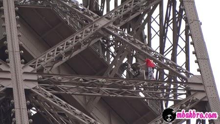 Pelaku bunuh diri di menara Eiffel