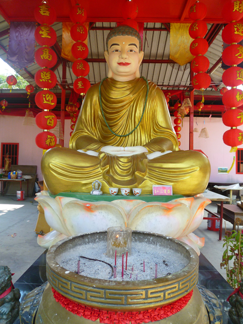 Buda y un pebetero