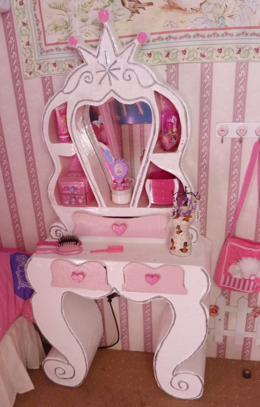 Las creaciones de do a castora muebles de cart n tocador - Muebles de princesas ...