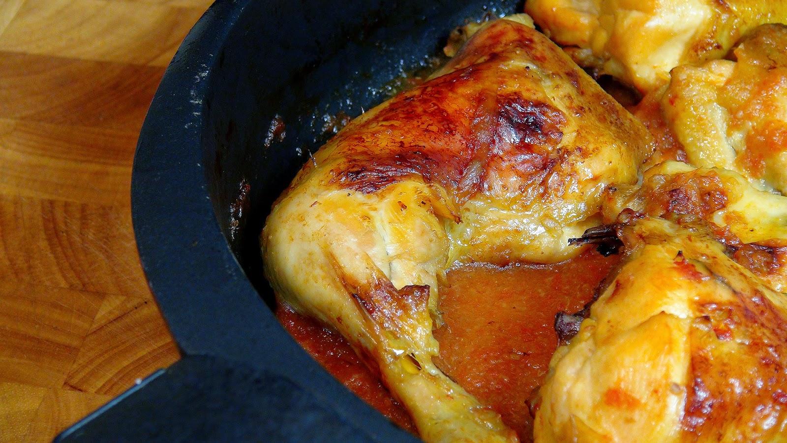 Cocinar para los amigos pollo asado con salsa de tomate y - Salsa para pollos asados ...