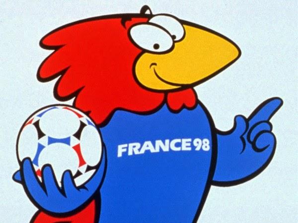Um galo chamado Footix foi o mascote oficial da Copa de 1998 na França. Footix  tinha as mesmas três cores da bola oficial (que ele está segurando) da Copa  ... 5d866deebf94a