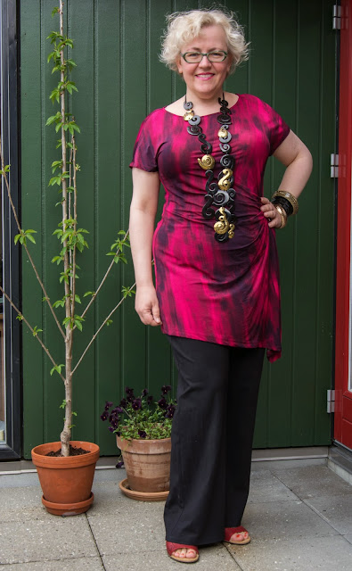 Kaffesoester in Persona tunic and Monies horn and brass necklace