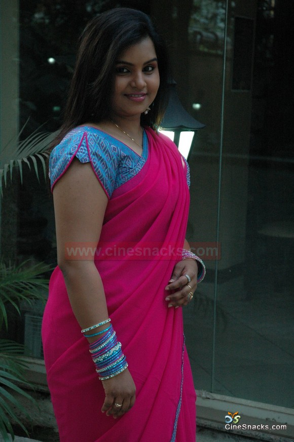 Nisha TV Anchor Hot Saree Pics