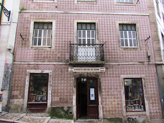 explore, Alfama, must see, top 10, city break, best, scruffy, run down, bookshop, tiles, red, Lisbon, Portugal, tourist, visit, holiday