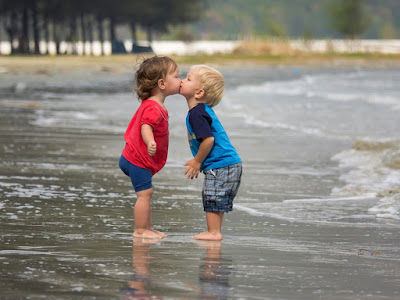 imagenes de niños besandose