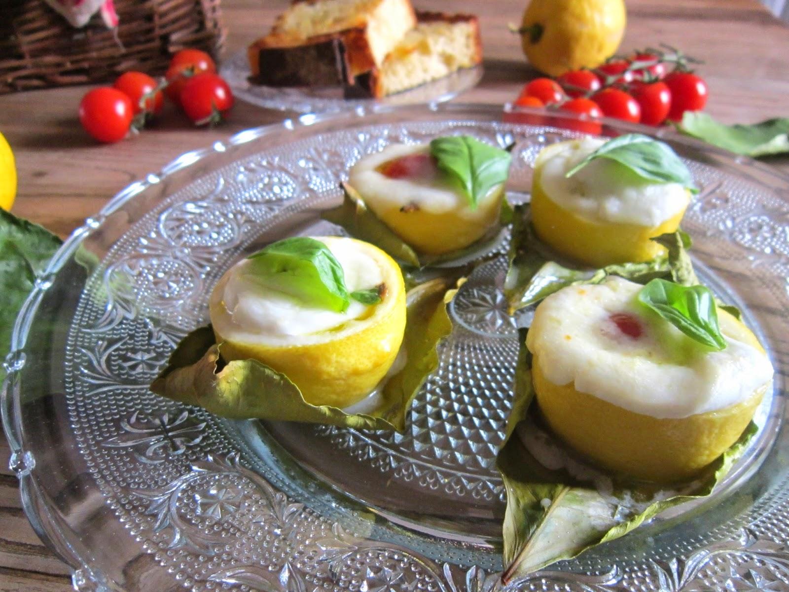 La casa delle briciole: limoni al forno ripieni con mozzarella di