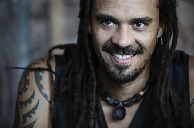 Traduzione testo download Earth From Outer Space - Michael Franti & Spearhead ft K'naan