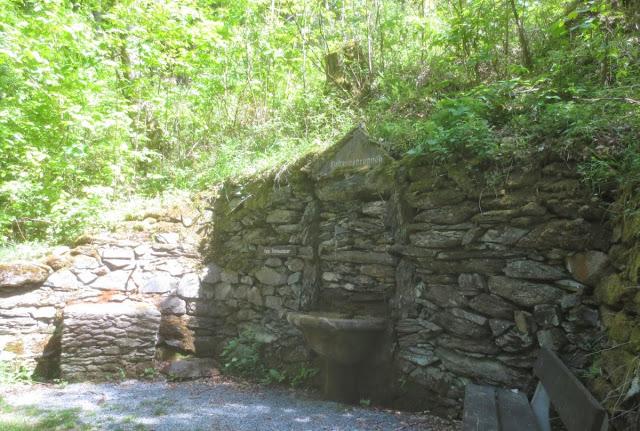Bad Berneck: Spaziergang im Kurpark - Brunnen