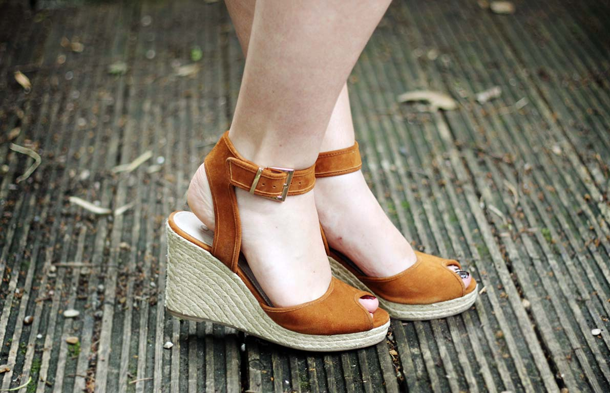 office dark horse tan wedges