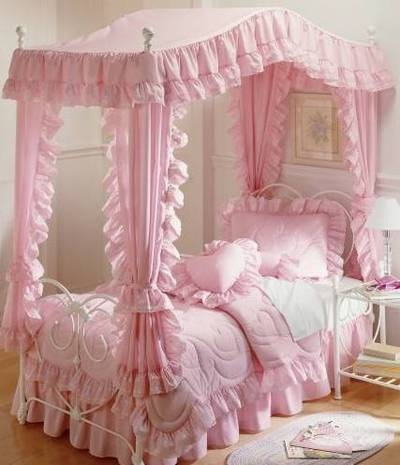 little girls pink bedroom with canopy bed Giovani mamme crescono.: Keep calm and think pink
