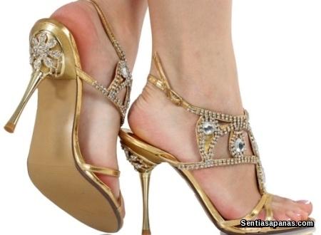 Wanita kasut tinggi