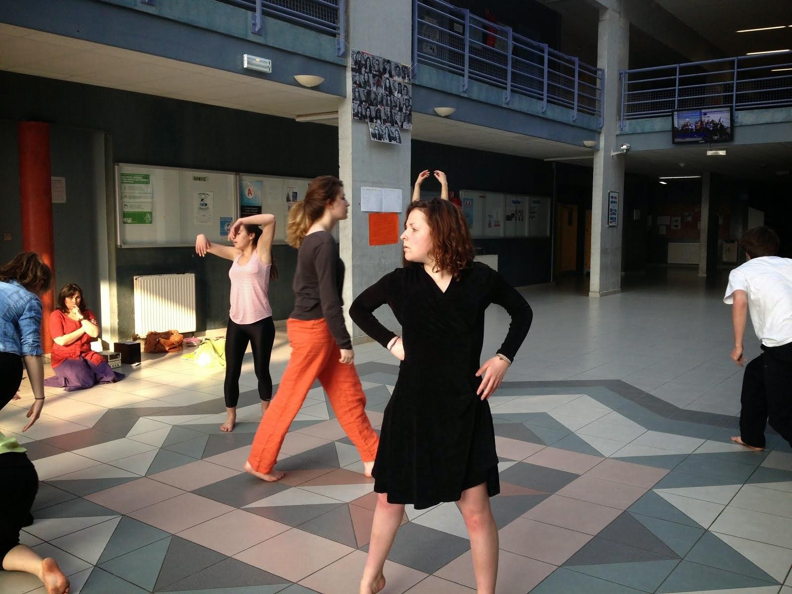 Répétition dans le magnifique hall du lycée Jean Monnet