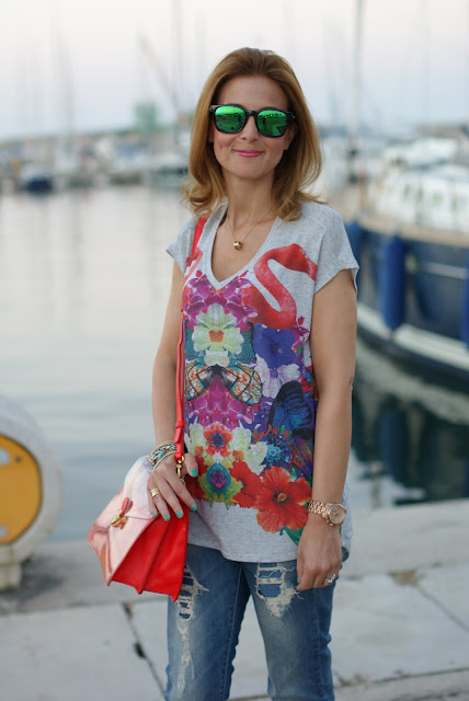Summer outfit, flamingo blouse, Oakley mirror sunglasses, Marc by Marc Jacobs transparent bag, Fashion and Cookies